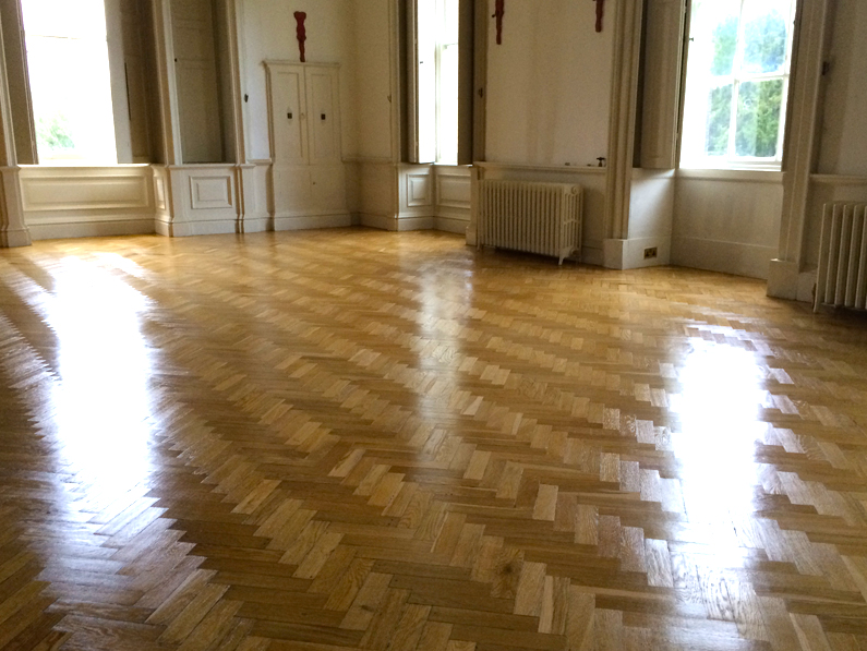 7 Top Tips For Choosing The Right Hardwood Floor Colour